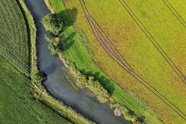 Vogelperspektive, Drohnenfoto, Drohnenbild, Luftaufnahme, Bayern, Feld, Fluß