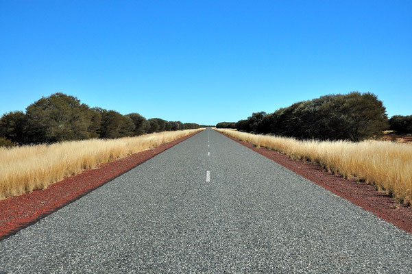 Australia - Australien - Zentralaustralien - Outback - Northern Territory - Landschaft - Strasse