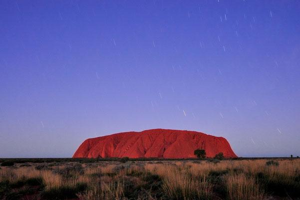 Australia - Australien -Zentralaustralien - Outback - Northern Territory - Landschaft - Rot - Berg - Abend - Sternen - Ayers Rock - Uluru