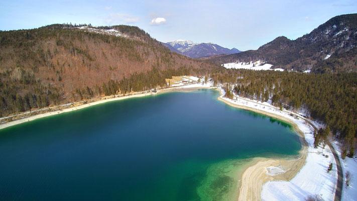 Drohnenfoto - Vogelperspektive - Drohne - Drohnenbild - Luftaufnahme - See - Sylvensteinsee - Sylvenstein - Stausee - Winter