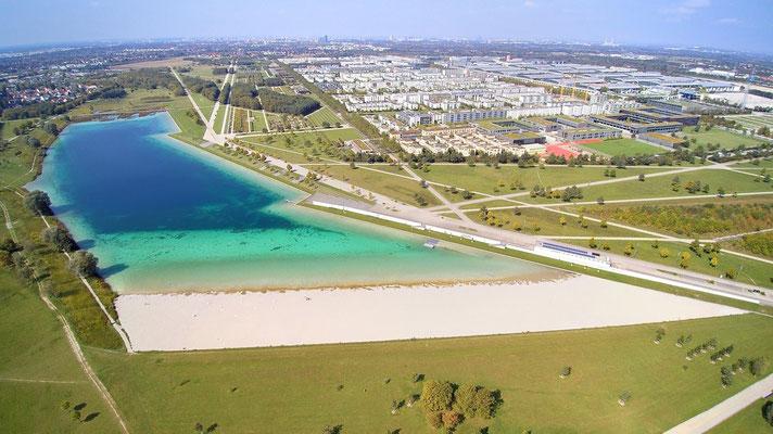 Drohnenfoto - Vogelperspektive - Drohne - Drohnenbild - Luftaufnahme - See - München - Riem - Messestadt - Sommer