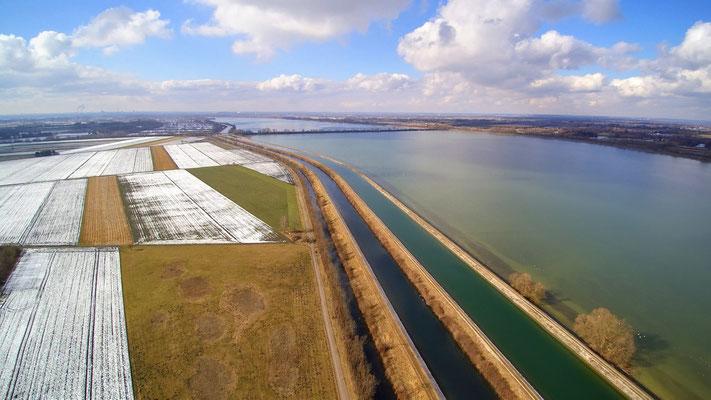 Drohnenfoto - Vogelperspektive - Drohne - Drohnenbild - Luftaufnahme - See - Stausee - Kanal