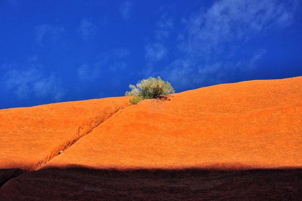 Australia - Australien -Zentralaustralien - Outback - Northern Territory - Landschaft - Rot - Berg - Ayers Rock - Uluru