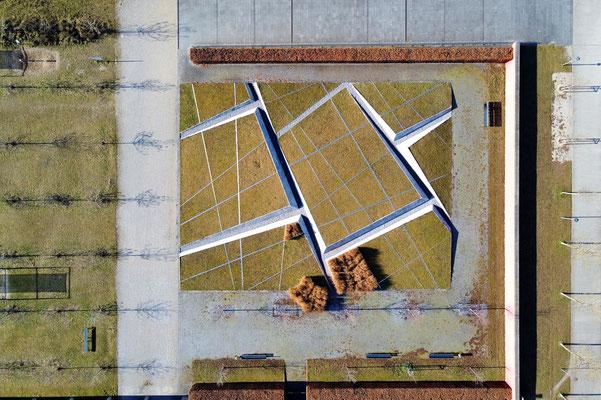 Vogelperspektive, Drohnenfoto, Drohnenbild, Schattenspiel, Luftaufnahme, Bayern, Feld, Weiss, Braun, Streifen, Bäume, Schatten, Muster