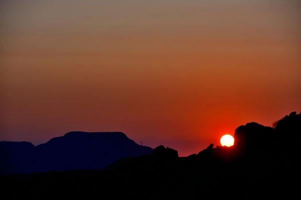 Namibia - Rundfahrt - Reise - Rundreise - Twyfelfontain - Landschaft - Sonnenuntergang