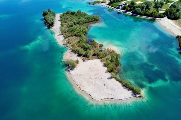 Drohnenfoto - Vogelperspektive - Drohne - Drohnenbild - Luftaufnahme - See - Insel - Türkis - Sommer - Eching - Hollerner See