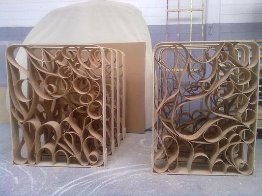 espositore per vetrina in legno flessibile realizzato interamente a mano