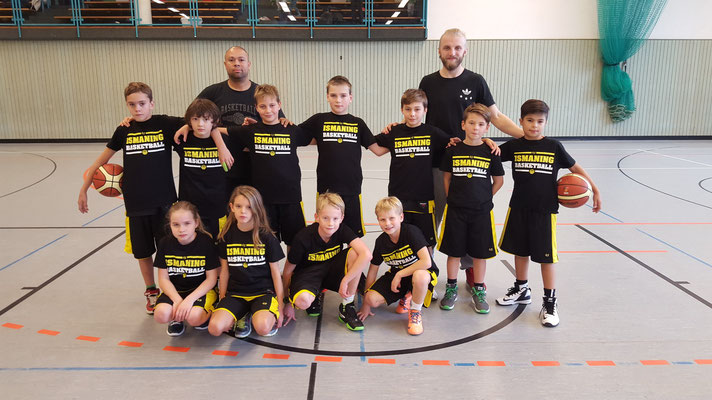 Die U12 in Warmup Shirts
