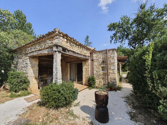 extension en pierres porteuse béton de chaux chanvre toiture plate végétalisé sur support bois