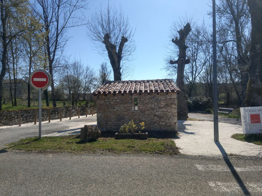Abribus Belmont Sainte Foi (46) façade Ouest