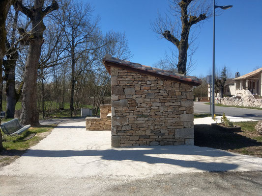 Abribus Belmont Sainte Foi (46) Façade Nord
