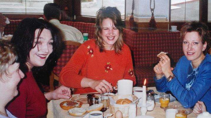 SHANA-Lichtpionier der Neuen Zeit e.U./ Meine Schwestern und ich beim Frühstück