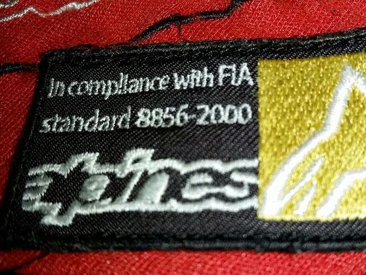 FIA現行公認(8856-2000)の参考画像です。これと同じ記載があれば0.2アップになります。