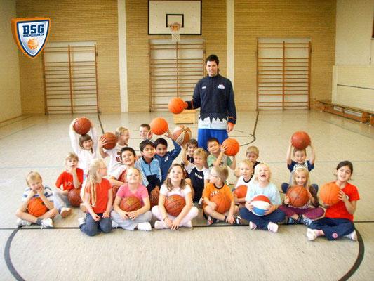 Basketballunterricht in der Goetheschule 2009