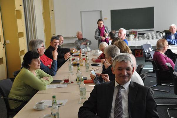 Blick auf die Teilnehmer, LV Vorsitzender Bernd Schneider ganz vorne