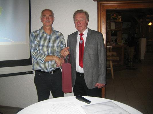 Kleine Auszeichnung für Läufer Rudi Weichenrieder