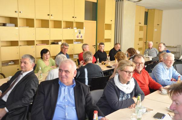 ebenso, Josef Scheitle, Ehrenvors. des Bayer. GL-Sportverbandes ganz vorne