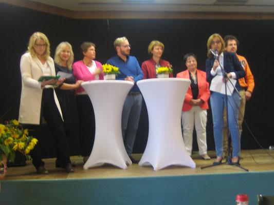 Die Polit-Prominenz - Frau Irmgard Badura, dritte von links