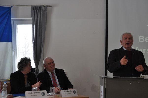 Tagungsleiter Rudolf Gast bei seinem Redebeginn