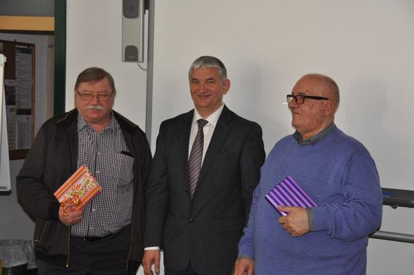 von links: Charly Baur, LV Vors. Bernd Schneider, Richard Semeniuk