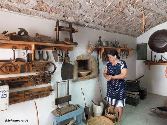 im Heimatmuseum von Menetes