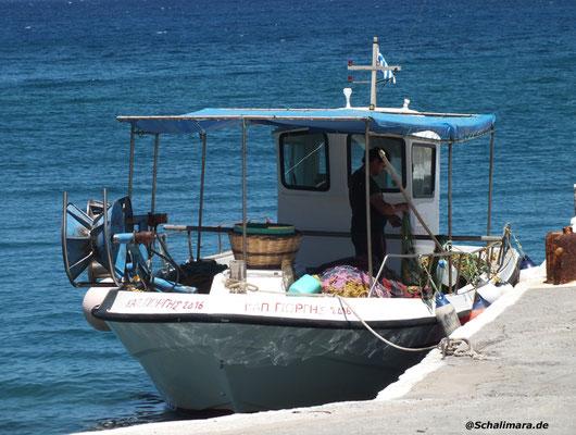 und Fischerboote