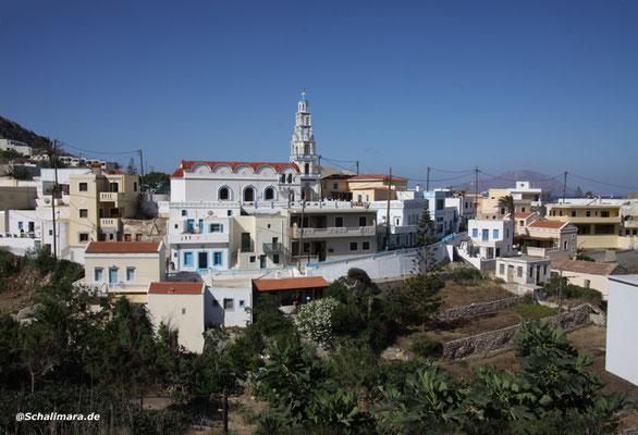 Arkassa mit dem schönen Glockenturm der Agia Ipapandi.