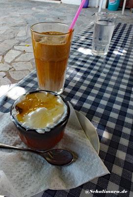Frappé und Joghurt mit Honig