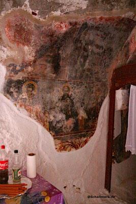 den 800 Jahre alten Fresken.