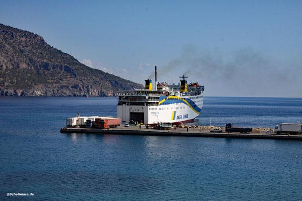 Die Prevelis im Hafen von Pigadia.