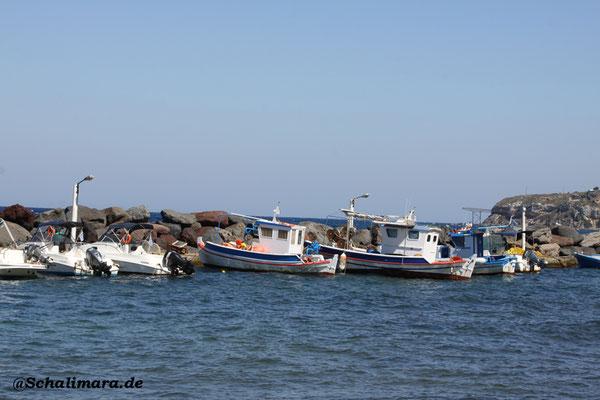 Kleiner Fischerboothafen in Loutra