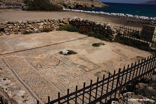 und der teilweise gut erhaltene Mosaikboden