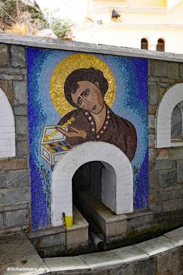 mit Mosaik an der Quelle