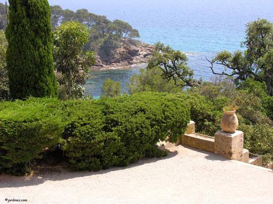 Vue sur la Mediterranée depuis le Domaine du Rayol Canadel Var