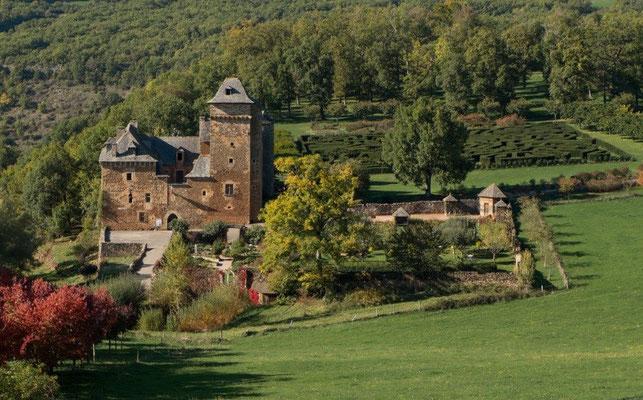 Château du Colombier, son parc animalier et son jardin médiéval à 10 km du gîte de Montredon à Salles la Source en Aveyron