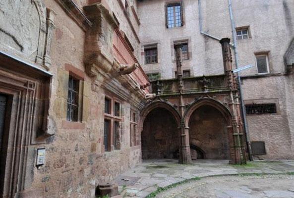 Les rue moyenâgeuses de Rodez à 12 mn du gîte de Montredon à Salles la Source en Aveyron