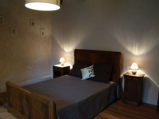 La chambre rose du gîte de Montredon à Salles la Source entre Rodez et Conques en Aveyron