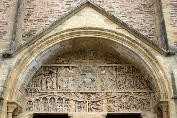 Conques à visiter sur les chemin de St Jacques de Compostelle à 1/2 heure du gîte de Montredon à Salles la Source en Aveyron