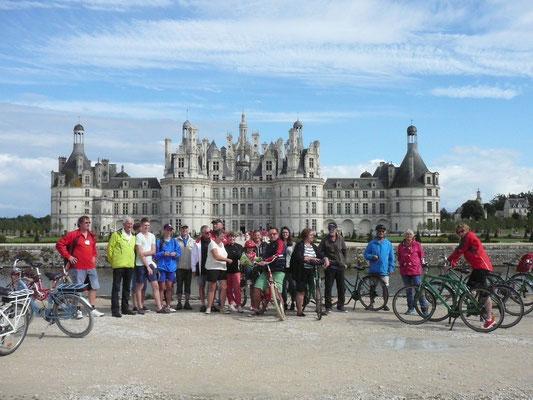 Schloß Chambord mit dem Fahrrad war attraktives Ziel der Tennisspieler aus Blois-Lewes und Waldshut-Tiengen beim Drei-Städte-Turniers in Blois.