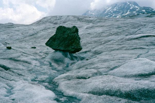 Gletschertisch auf dem Aletschgletscher
