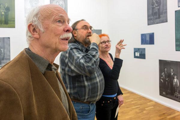 """Besichtigung des Raumes Cécile Hummel, """"Zeit Sehen - Zurück Blicken"""", 2012"""
