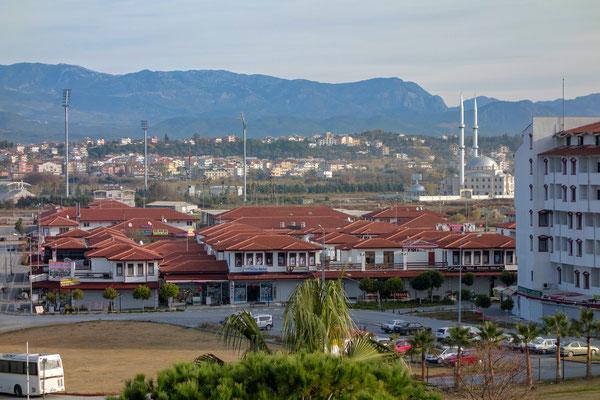 Blick vom Balkon unseres Hotels auf den Touristenort Kumköy