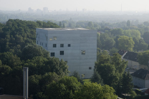 Zollverein School, Blick vom Fördergerüst Schacht XII Zeche Zollverein, August 2008