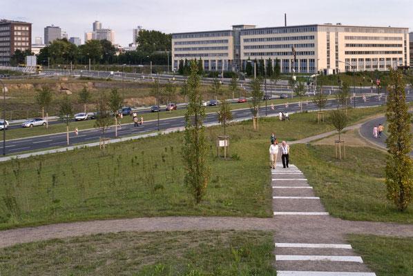 Zugang zum Park von der Altendorfer Straße
