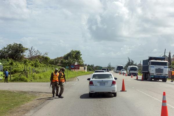 Straßenkontrollen auf der Fahrt nach Trelawny, Jamaica