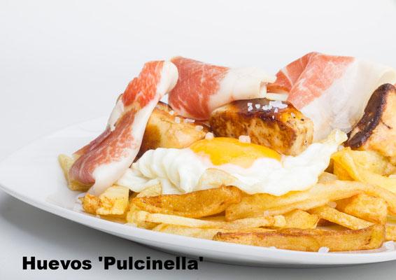 Huevos rotos Pulcinella