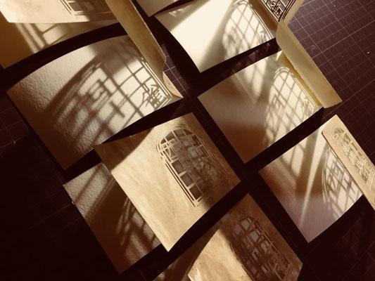 影遊び。一冊ずつ、確実に違う風合いの本ができあがります。それぞれが世界で一冊の本。