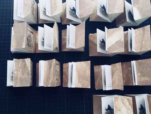 全部で36冊つくりました。販売するのは30冊です。