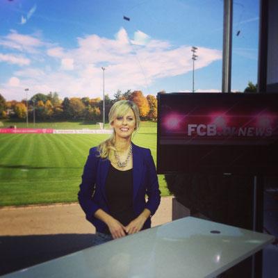 Maxi Sarwas moderiert für den FC-Bayern