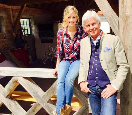Maxi Sarwas moderiert mit Frederick Meisner für Goldstar TV / Sky